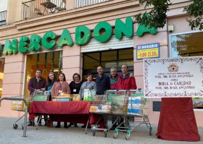 Recogida de alimentos de la Bolsa de Caridad en Mercadona de Pío XII 1