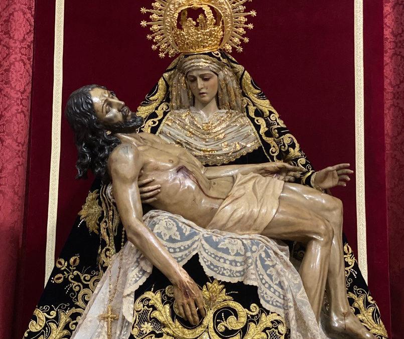 Fotografías de Nuestra Señora vestida para el Solemne Triduo en honor a la Festividad de los Dolores de la Santísima Virgen María