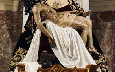 Cambio de vestimenta de Nuestra Señora de las Angustias para la llegada del Adviento