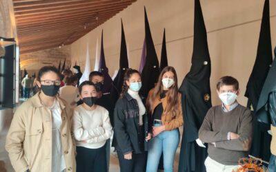 """Visita del Grupo Joven e Infantil a la exposición cofrade """"Cofradías, la Huella del Tiempo en Jerez"""""""