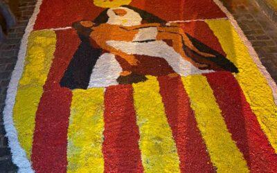 Montaje de alfombras para la Procesión de Nuestra Señora de la Merced Coronada 2021